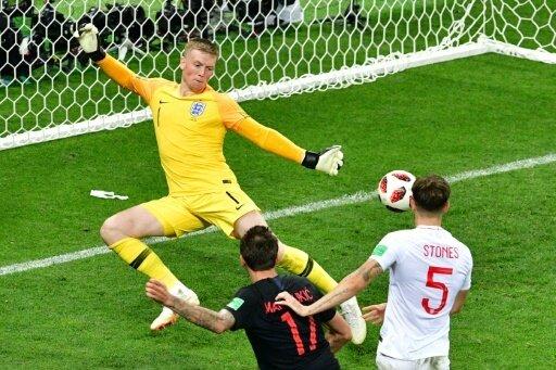 Mario Mandzukic (m.) gelingt das Siegtor für Kroatien
