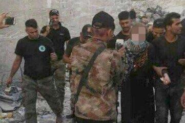 Die irakischen Regierungstruppen machten Handyfotos von Linda W.s Festnahme.