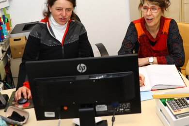 Schulleiterin Ute Ebell und Internatsleiterin Heidi Kowarik (l.) mussten für künftige Schüler der Eliteschule und deren Eltern nach einer Online-Präsentation der Einrichtung nur wenige Fragen beantworten.