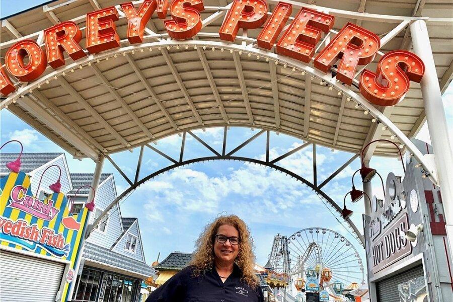 Denise Beckson ist Personalchefin von Morey's Piers, des größten Vergnügungsparks an der Atlantikküste von New Jersey. Rund 1500 Saisonarbeiter muss Beckson jedes Jahr anheuern. Wie üblich hat sie damit im Februar begonnen. Doch zum Saisonstart Anfang Mai waren gerade mal 500 Leute gefunden.