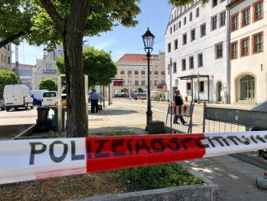 Der Bereich rund um das Rathaus ist abgesperrt.