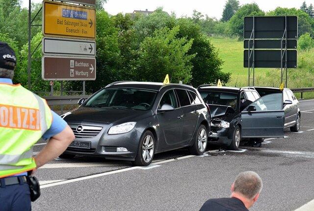 Spezialeinsatzkräfte hatten den mutmaßlichen Mörder einer 39-jährigen Frau aus Rossau in dessen Audi A6 ausgebremst und gestoppt. Die Polizei hatte mit Hubschraubern und rund 100 Beamten aus Sachsen, Thüringen und Hessen nach dem Mann gesucht.