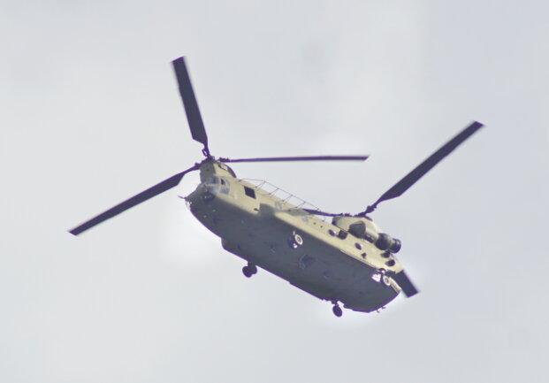 """Ein """"Chinook"""" über der Zwickauer Region. Die Helikopter sind die """"Lastesel"""" der US-Armee."""