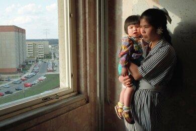 Schon vor der Wende kamen Frauen aus Vietnam nach Ost-Deutschland. Das Figurentheater fragt nach ihren Geschichten.