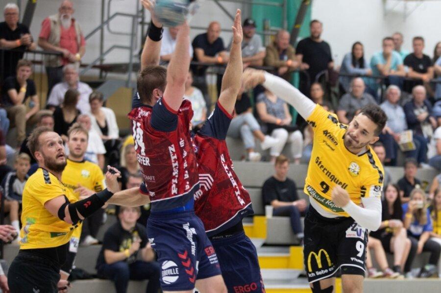 Gefordert: Jan Skalda erzielt hier im Spiel gegen Burgenland eines der bislang nur 107 Tore für den SV 04 Oberlosa. Das ist der schwächste Wert aller Drittliga-Mannschaften.