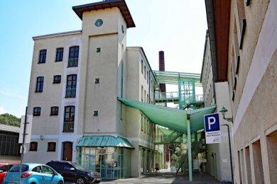 Der Komplex an der Plauenschen Straße in Werdau wurde Ende des 19. Jahrhunderts als Spinnerei Gabriel Schön errichtet. Zu den Mietern gehören heute unter anderem ein Fitness-Studio und eine Bildungseinrichtung.