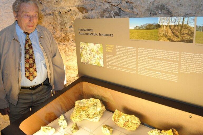 Zu den Raritäten in der Sammlung von Edgar Schramm zählen die Funde des Minerals Wavellit im Gebiet Altmannsgrün/Schloditz. Ihnen ist eine Vitrine im neuen Mineraliengewölbe auf Schloss Voigtsberg gewidmet.