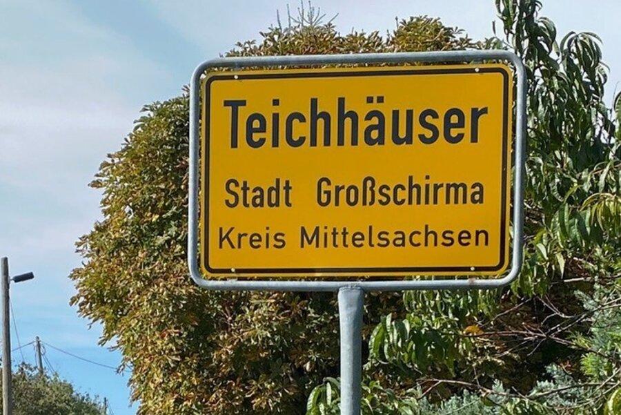 Die neue Ortstafel von Teichhäuser. Das vorherige Schild war gestohlen worden.