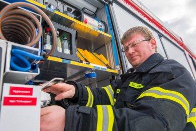 Thomas Baldauf ist Leiter der Freiwilligen Feuerwehr Neukirchen. Um die Einsatzbereitschaft zu garantieren, muss neben der Technik auch auf die Hygienevorschriften geachtet werden.