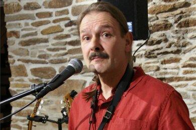 Der Musiker Stellmäcke - hier bei einer Veranstaltung in der Freiberger Pressetonne - gastiert am 15. Oktober im Tivoli.