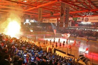 Für das Eishockey-Länderspiel im Kunsteisstadion im Sahnpark in Crimmitschau gibt es einen neuen Termin.