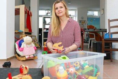Claudia Furtner im Crimmitschauer Familienzentrum, wo derzeit wegen Corona wenig bis gar nichts los ist. Alles läuft übers Internet.