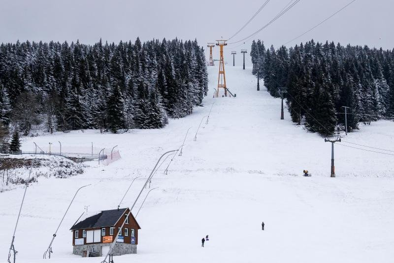Aus und vorbei: Auch am Fichtelberg ist die alpine Skisaison frühzeitig beendet.