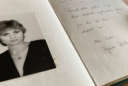 Ein Blick ins Gästebuch der Pfaffenmühle. Im Januar 1989 hat sich dort auch Sängerin Dagmar Schellenberger verewigt.