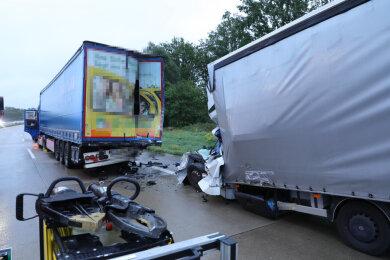 Ein Kleintransporterfahrer ist bei einem Unfall am Freitagmorgen auf der A4 bei Nossen ums Leben gekommen.