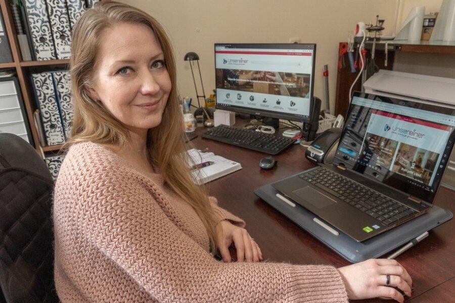 """Grafikerin Sarah Händel, Inhaberin von """"Werbekram"""", entwickelte mit ihrem Geschäftspartner die Internetplattform unsereiner.com. Regional online einkaufen - das ist die Idee."""