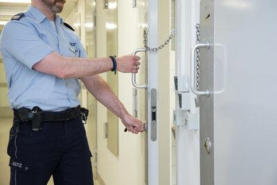 Ermittlungen gegen Justizbedienstete: Haftbefehl-Weitergabe