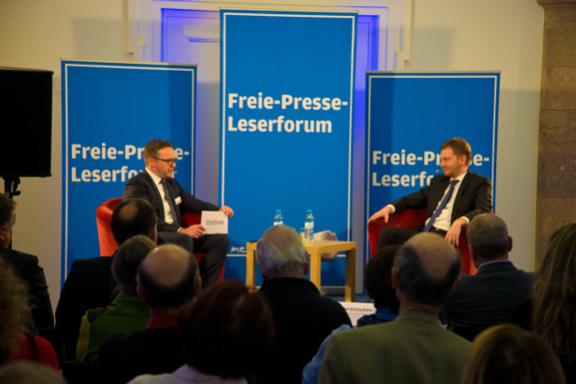 """""""Freie Presse""""-Chefredakteur Torsten Kleditzsch im Gespräch mit dem designierten Regierungschef in Sachsen, Michael Kretschmer."""