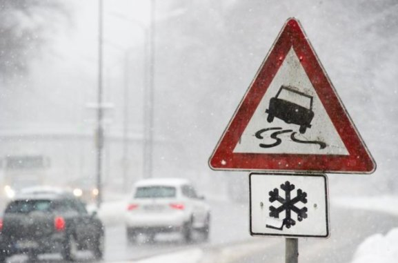 Im Laufe des Mittwoch ist es auf der A 72 zwischen Zwickau-West und Stollberg-West mehrmals zu Einschränkungen des Verkehrs aufgrund von Schnee und Glätte(Symbolfoto) gekommen.