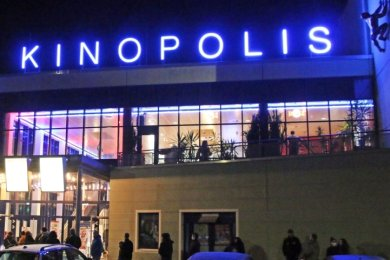 Die Hoffnung leuchtet - so wie der Schriftzug Kinopolis bei einer Aktion Ende vergangenen Monats. Bundesweit hatten Kinobetreiber auf ihre schwierige Situation aufmerksam gemacht.
