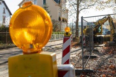 Ein herbstliches Stillleben: Die Baustelle an der Seminarstraße ist verwaist. Eigentlich sollten die Arbeiten längst erledigt sein.