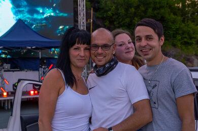 Gutgelaunt feierten am Samstag in der ersten Autodisco im Vogtland (von links:) Denise Hannemann, Yves Ruf, Antje Effenberger und Daniel Wein.
