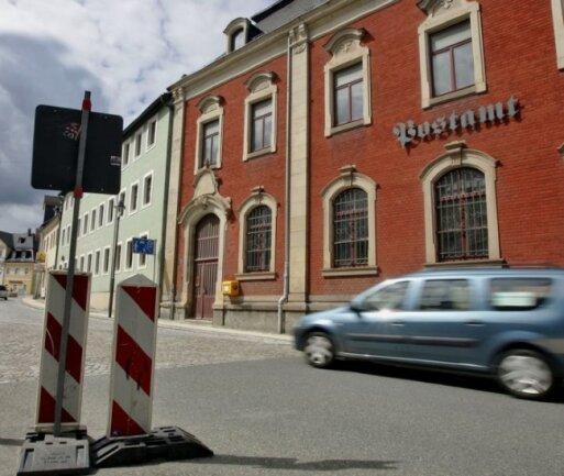 """<p class=""""artikelinhalt"""">Das ehemalige Postamt in Schneeberg soll einer Einkaufspassage weichen. Allerdings gibt es Überlegungen, die Außenfassade der Hauses zu erhalten und in den Markt zu integrieren.</p>"""