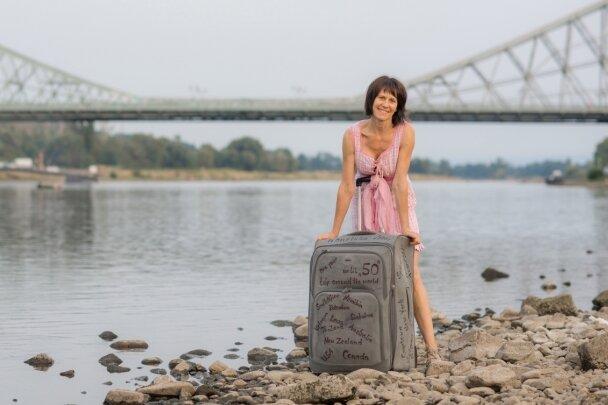 Unzertrennlich: Mit diesem Koffer und diesem Kleid zog Hariett Stolze einmal um die ganze Welt - von Dresden nach Dresden.