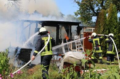In Mühltroff ist am Montagnachmittag eine Gartenlaube abgebrannt.