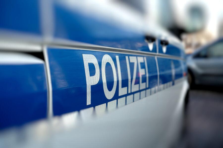 Mit Waffe bedroht: 31-Jähriger auf der Straße überfallen