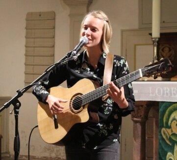 Judith Beckedorf in der Wiederauer Kirche.