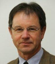 Bürgermeister Steffen Schubert hat jetzt Hoffnung, dass die Kirche saniert werden kann.