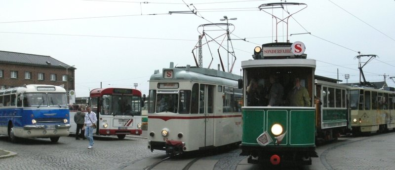 """<p class=""""artikelinhalt"""">Einmal Hauptbahnhof und zurück, bitte - so hieß es am 7. Juni beim Fahrzeugkorso der SVZ. </p>"""