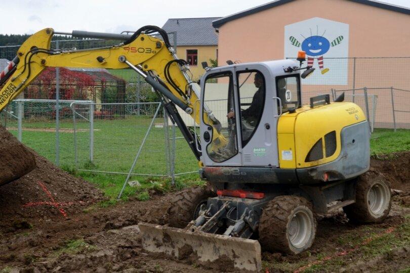Baubeginn für Sport- und Spielplatz an Grundschule Rothenkirchen