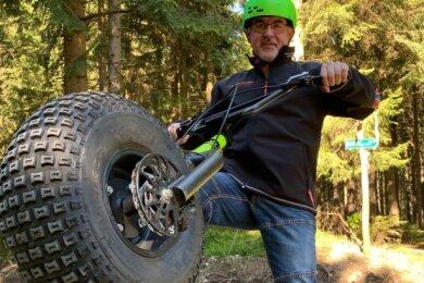 Spaß pur: Redakteur Thomas Wittig hat auf der Neudorf-I-Tour einen der Monsterroller getestet.
