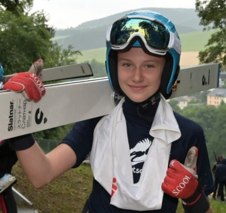 Lia Böhme - hier während eines Alpencupspringens in Pöhla - hat in Oberhof Silber bei der Deutschen Jugendmeisterschaft erkämpft. Sie musste nur Michelle Göbel vom SC Willingen den Vortritt lassen.