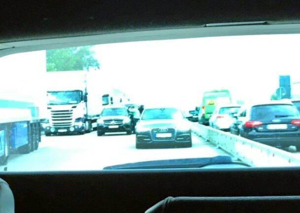 Donnerstagvormittag auf der A 4 Richtung Dresden bei Wilsdruff. In der Mitte zu sehen ist laut Sören Voigt der gestohlene Mercedes.