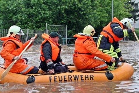 Die Flut von 2013 in der Region - hier auf der Zwickauer Straße in Crimmitschau - und die in Euskirchen und Umgebung gleichen sich.
