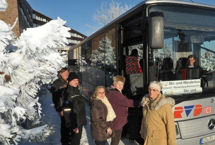 """<p class=""""artikelinhalt"""">Einsteigen bitte: Der Ski- und Wanderbus rollt ab Samstag täglich fünfmal von Zinnwald nach Rechenberg. </p>"""