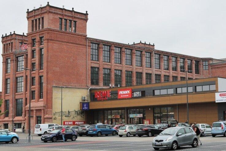 """Der Umbau der Alten Baumwolle in Flöha zum modernen Stadtzentrum soll konsequent fortgesetzt werden. Das Projekt wurde mit Mitteln aus der Städtebauförderung unterstützt. 1994 war die Produktion dort eingestellt worden. Nach dem Erwerb des Geländes im Jahr 2001 hat die Stadt mit Fördergeld nicht nur den """"Wasserbau"""" als Ort verschiedener öffentlicher Nutzungen, sondern auch einen Wettbewerb zur Gewinnung eines Gesamtkonzeptes für das Areal initiiert."""