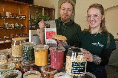 """Annemarie Friedrich und Lucien Berrier freuen sich auf die Eröffnung ihres Unverpackt-Ladens namens """"Möhrchen""""."""