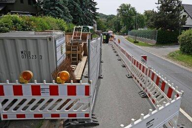 Derzeit ist die Straße in dem Bereich halbseitig gesperrt.