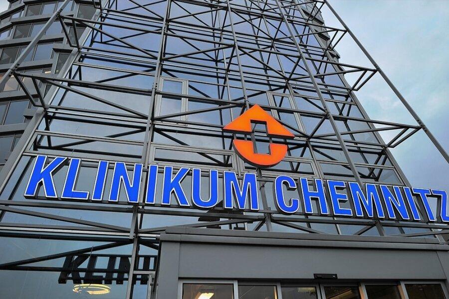 Das Klinikum Chemnitz war über Monate hinweg Schwerpunktkrankenhaus bei der Behandlung von Corona-Patienten in Sachsen. Nun zieht wieder mehr und mehr der Alltag in das größte Krankenhaus der Region ein.