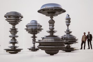 Der Entwurf des aus Nürnberg stammenden Künstlers Daniel Widrig überzeugte die Experten-Jury. Deren Entscheidung liegt allerdings schon fast anderthalb Jahre zurück. Seither warten die Chemnitzer auf den Baustart für den neuen Kreisel-Marktbrunnen.