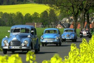 Ein Bild aus besseren Tagen: Bei strahlendem Sonnenschein rollte 2008 diese Ifa-Kolonne bei Reumtengrün durchs Vogtland.