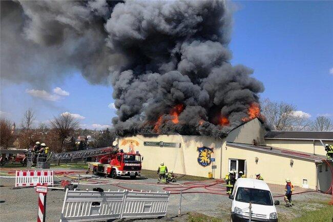 Die Halle war bei einem Brand Ende April zerstört worden.