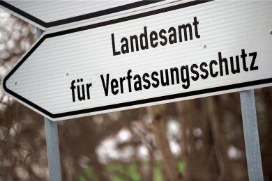 Weil Sachsens Verfassungsschützer Daten über AfD-Abgeordnete gesammelt haben, will deren Fraktion die Behörde verklagen.