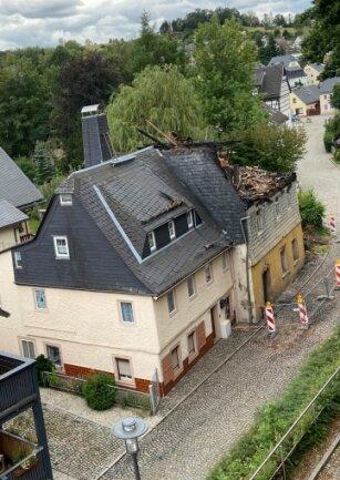Ursula Flierls Haus ist das vorn, dahinter das Brandhaus.
