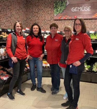 Marktleiterin Madlen Richter und ihr Team beraten Sie gern vollumfassend zur Produktpalette des nahkauf Geringswalde.