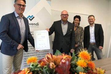 Georg Holtmann (l.) hat eine Niederlassung eröffnet. Außerdem im Bild: Sören Claus, Stefanie Friedel und Knut Weißflog.